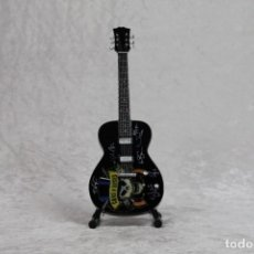 Instrumentos musicales: MINI GUITARRA GUNS AND ROSES 2. Lote 208721707