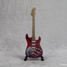 Instrumentos musicales: MINI GUITARRA DE IRON MAIDEN 2. Lote 255931750