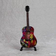 Instrumentos musicales: MINI GUITARRA DE JANIS JOPLIN. Lote 208723235