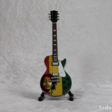 Instrumentos musicales: MINI GUITARRA DE BOB MARLEY. Lote 245117095