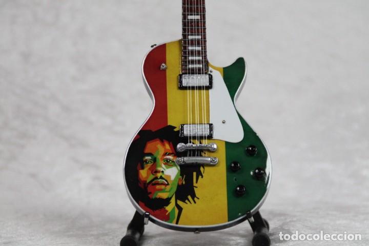 Instrumentos musicales: Mini guitarra de Bob Marley - Foto 2 - 208725432