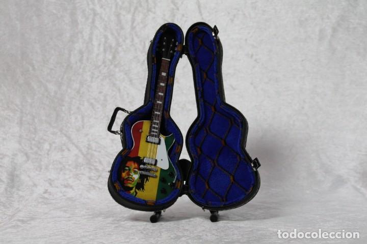 Instrumentos musicales: Mini guitarra de Bob Marley - Foto 3 - 208725432