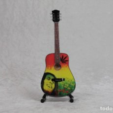 Instrumentos musicales: MINI GUITARRA DE BOB MARLEY 2. Lote 208725640