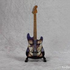 Instrumentos musicales: MINI GUITARRA DE PINK FLOYD. Lote 245117565