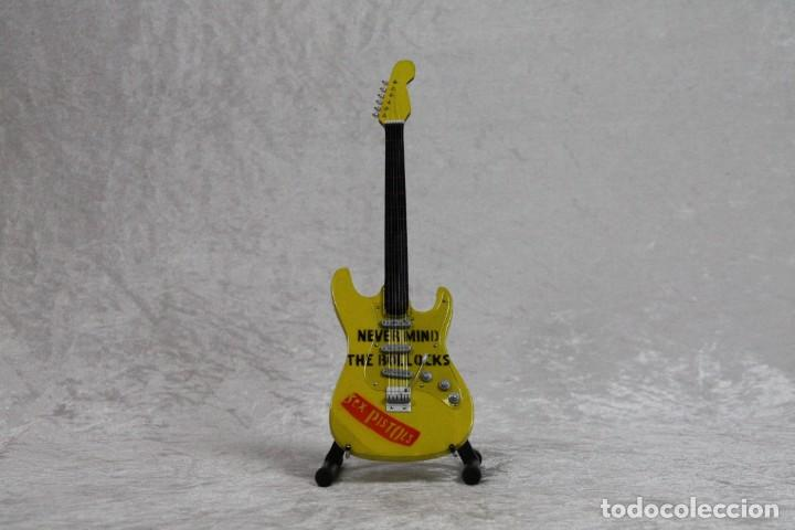 MINI GUITARRA DE SEX PISTOLS (Música - Instrumentos Musicales - Guitarras Antiguas)