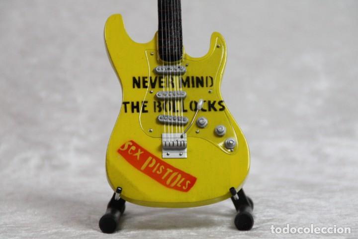 Instrumentos musicales: Mini guitarra de Sex Pistols - Foto 2 - 208727087