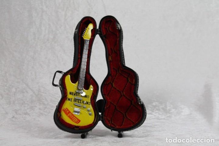 Instrumentos musicales: Mini guitarra de Sex Pistols - Foto 3 - 208727087