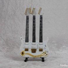 Instrumentos musicales: MINI GUITARRA DE STEVE VAI. Lote 255932110