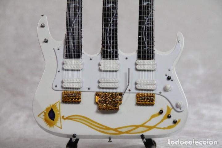 Instrumentos musicales: Mini guitarra de Steve Vai - Foto 2 - 208731955