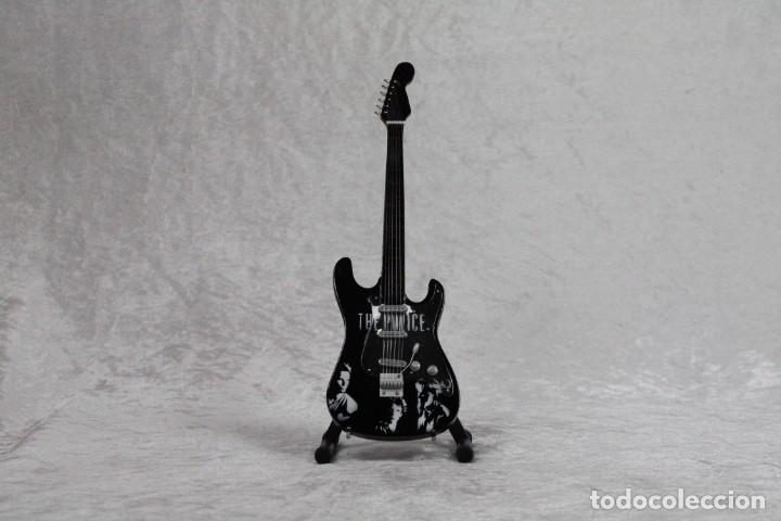 MINI GUITARRA DE THE POLICE (Música - Instrumentos Musicales - Guitarras Antiguas)