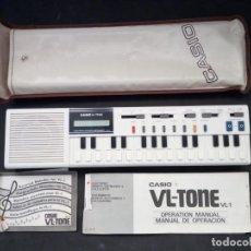 Instrumentos Musicais: ANTIGUO TECLADO CASIO VL-TONE VL-1. CON FUNDA, INSTRUCCIONES Y LIBRO DE MELODIAS. FUNCIONANDO.. Lote 209839440