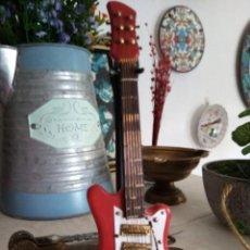 Instrumentos musicales: FIGURA GUITARRA ELÉCTRICA + SOPORTE ARTESANAL. Lote 209970530