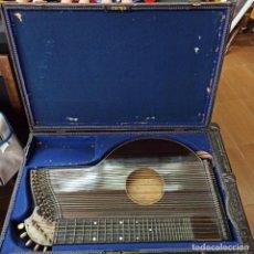 Instrumentos musicales: PRECIOSA Y ANTIGUO INSTRUMENTO MUSICAL CITARA EN CAJA MALETA ORIGINAL. Lote 210327425
