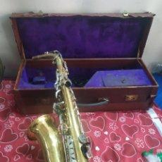 Instrumentos musicales: ANTIGUO SAXOFÓN EN MALETÍN SIGLO XIX. Lote 210398148