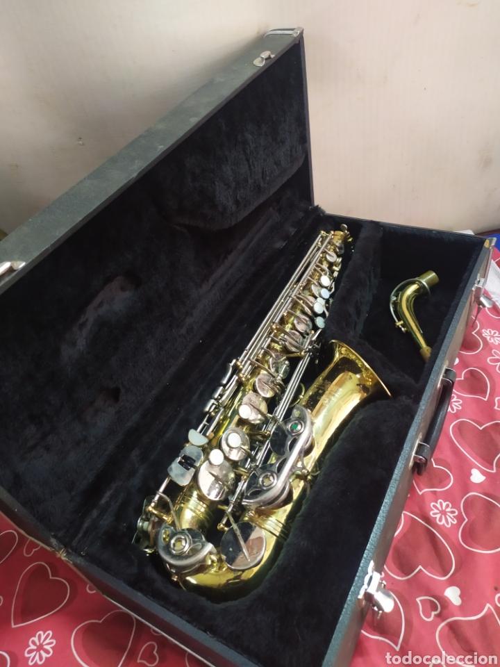 ESPECTACULAR SAXOFÓN ANTIGUO EN ESTUCHE (Música - Instrumentos Musicales - Viento Metal)