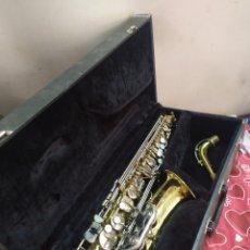 Instrumentos musicales: ESPECTACULAR SAXOFÓN ANTIGUO EN ESTUCHE. Lote 210398272