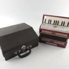 Instruments Musicaux: ANTIGUO ACORDEÓN RUSO MALIOSH TAMAÑO PEQUEÑO INFANTIL BUEN ESTADO AUTENTICO INSTRUMENTO MUSICAL. Lote 212009431