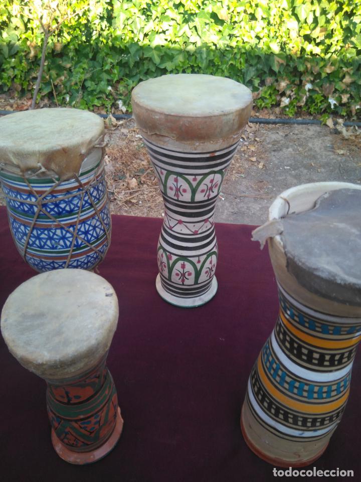 Instrumentos musicales: LOTE DE 6 ANTIGUOS BONGOS DE CERAMICA DECORADA Y PIEL DE CABRA - Foto 5 - 212069978