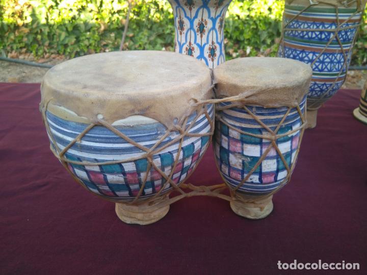 Instrumentos musicales: LOTE DE 6 ANTIGUOS BONGOS DE CERAMICA DECORADA Y PIEL DE CABRA - Foto 10 - 212069978