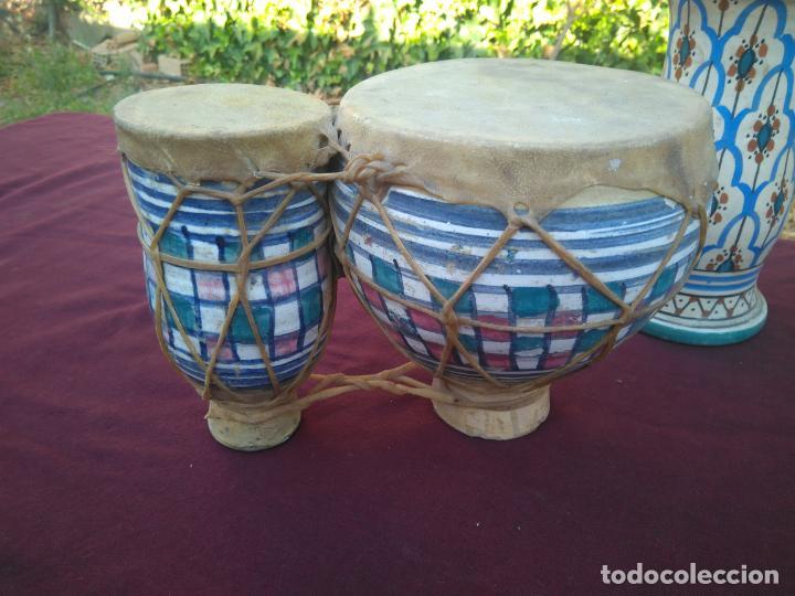 Instrumentos musicales: LOTE DE 6 ANTIGUOS BONGOS DE CERAMICA DECORADA Y PIEL DE CABRA - Foto 11 - 212069978
