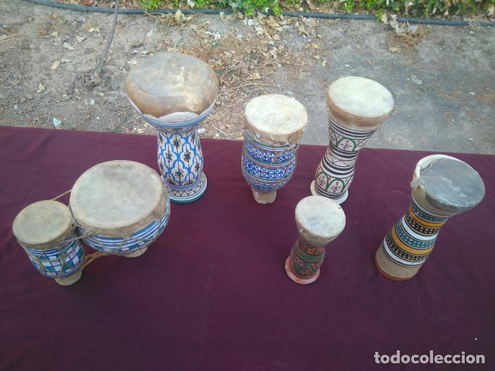 Instrumentos musicales: LOTE DE 6 ANTIGUOS BONGOS DE CERAMICA DECORADA Y PIEL DE CABRA - Foto 12 - 212069978
