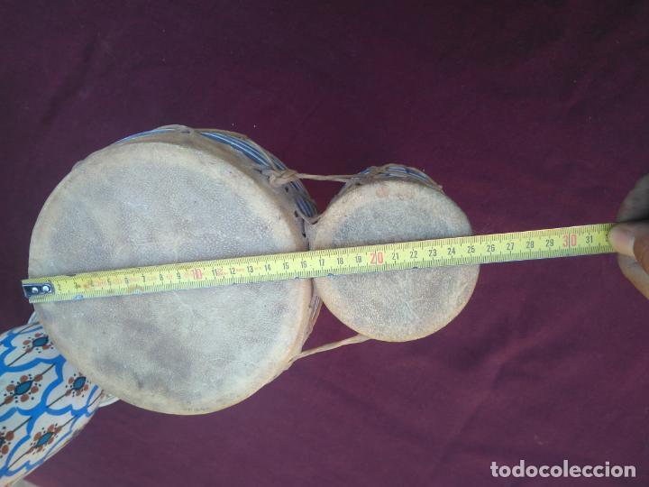 Instrumentos musicales: LOTE DE 6 ANTIGUOS BONGOS DE CERAMICA DECORADA Y PIEL DE CABRA - Foto 13 - 212069978