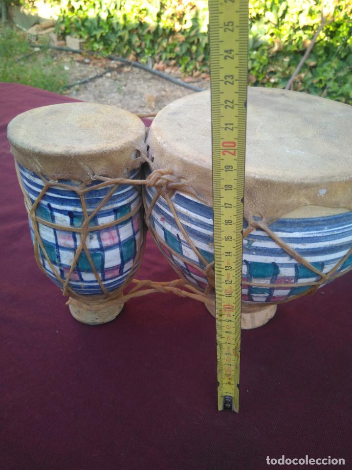 Instrumentos musicales: LOTE DE 6 ANTIGUOS BONGOS DE CERAMICA DECORADA Y PIEL DE CABRA - Foto 14 - 212069978