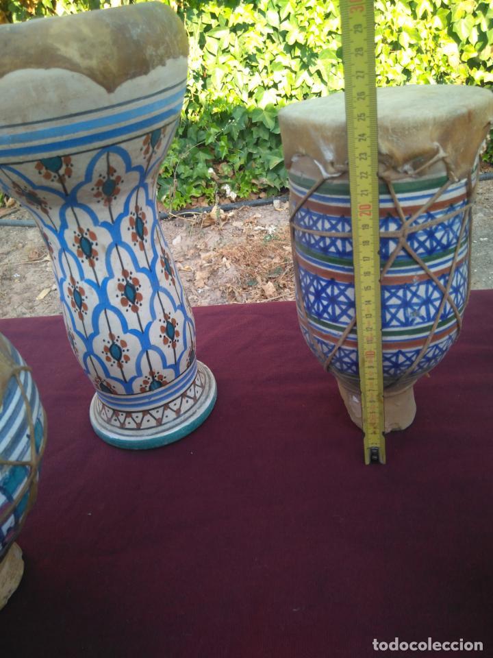 Instrumentos musicales: LOTE DE 6 ANTIGUOS BONGOS DE CERAMICA DECORADA Y PIEL DE CABRA - Foto 16 - 212069978