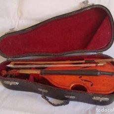 Instrumentos musicales: MINI VIOLÍN EN SU ESTUCHE ORIGINAL. Lote 213187001