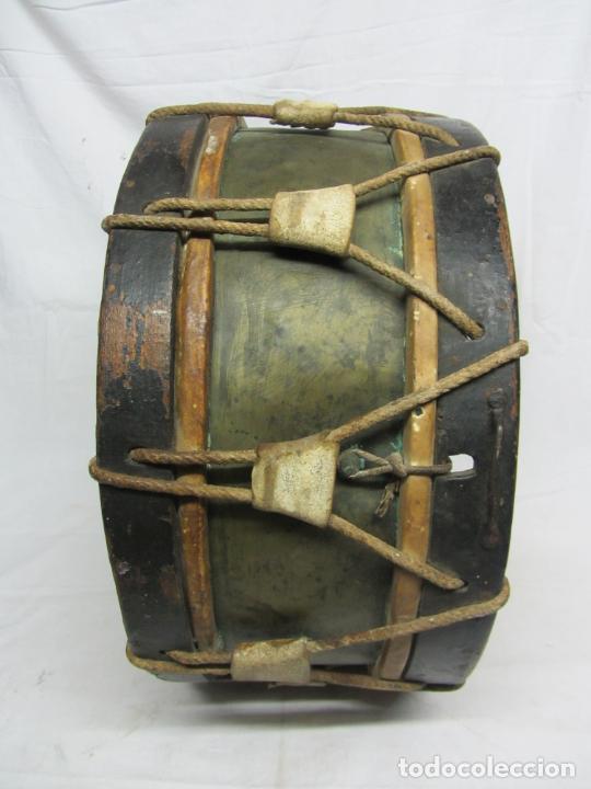 Instrumentos musicales: Tambor en piel de cordero, madera y cuerda del siglo XIX - Foto 2 - 213695205