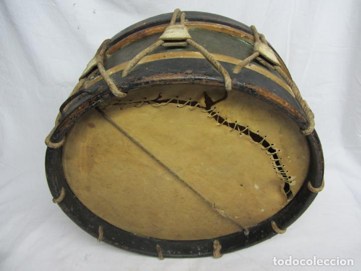 Instrumentos musicales: Tambor en piel de cordero, madera y cuerda del siglo XIX - Foto 3 - 213695205