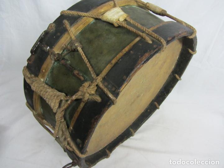 Instrumentos musicales: Tambor en piel de cordero, madera y cuerda del siglo XIX - Foto 5 - 213695205