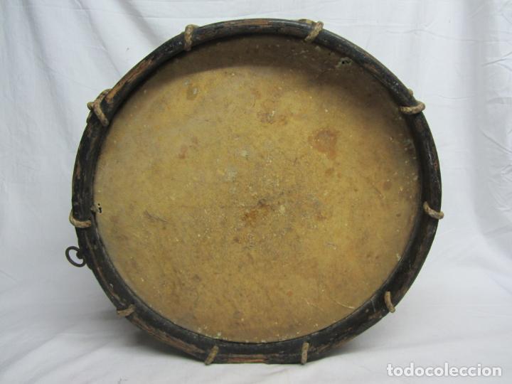Instrumentos musicales: Tambor en piel de cordero, madera y cuerda del siglo XIX - Foto 6 - 213695205