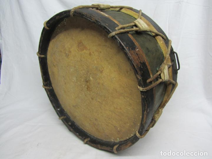 TAMBOR EN PIEL DE CORDERO, MADERA Y CUERDA DEL SIGLO XIX (Música - Instrumentos Musicales - Percusión)