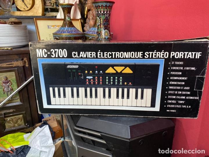Instrumentos musicales: Piano antiguo en su caja original. Ver fotos - Foto 2 - 213827653
