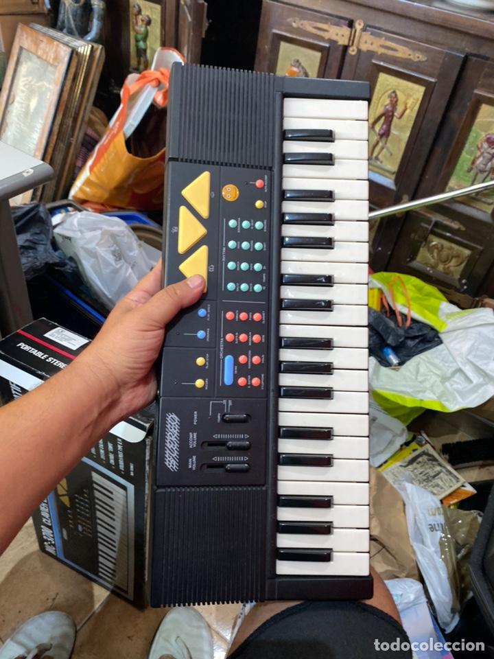 Instrumentos musicales: Piano antiguo en su caja original. Ver fotos - Foto 4 - 213827653