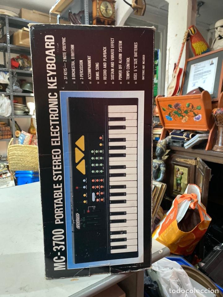 Instrumentos musicales: Piano antiguo en su caja original. Ver fotos - Foto 6 - 213827653