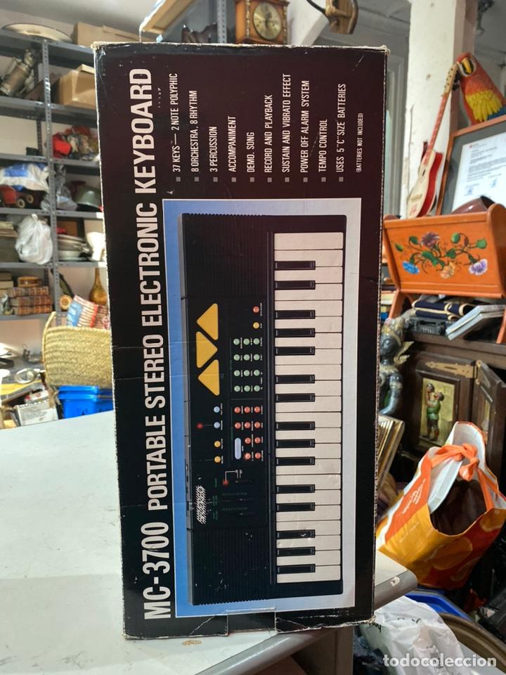 Instrumentos musicales: Piano antiguo en su caja original. Ver fotos - Foto 7 - 213827653