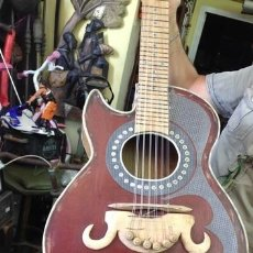 Instrumentos musicales: GUITARRA ARTESANAL ANTIGUA.. Lote 215036603