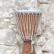 Instrumentos musicales: TAMBOR AFRICANO SENEGAL TALLADO EN MADERA UN PIEZA. Lote 215235206