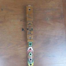 Instrumentos musicales: FLAUTA ÉTNICA ANDINA EN MADERA TALLADA Y POLICROMADA - LONGITUD 48 CM.. Lote 215932691
