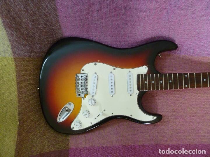 Instrumentos musicales: Guitarra elec. de los 70 leyanda - Foto 2 - 216599776