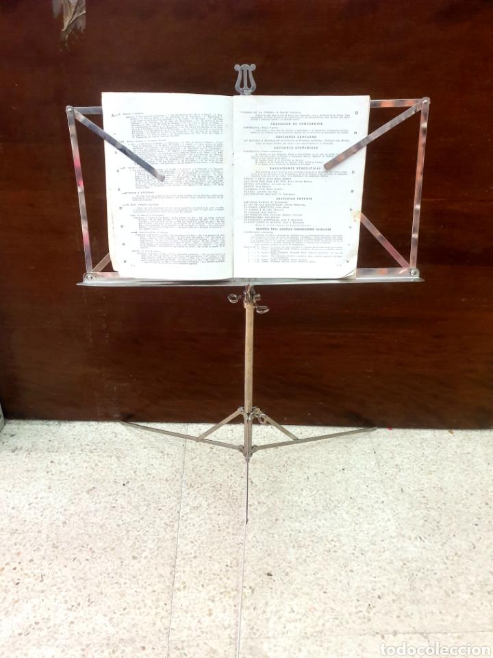 Instrumentos musicales: Atril de música - Foto 2 - 216969571