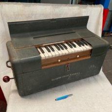 Instrumentos Musicais: PRECIOSO PIANO DE AIRE,FUNCIONANDO A PALANCA!. Lote 217194720