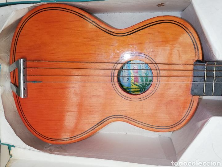 Instrumentos musicales: Antigua Guitarra chiná de niños de los 60 en su caja - Foto 2 - 218214892