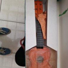 Instrumentos musicales: ANTIGUA GUITARRA CHINÁ DE NIÑOS DE LOS 60 EN SU CAJA. Lote 218214892