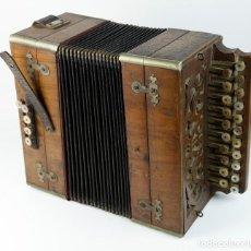 Instrumentos musicales: ACORDEÓN ANTIGUO CON SELLO DE J. RAGUER - RIPOLL.. Lote 219233362