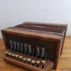 Instrumentos musicales: ACORDEÓN ANTIGUO DE MADERA. TECLAS DE HUESO O MARFIL. Lote 219375168
