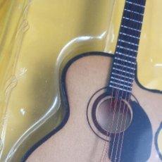 Instrumentos musicales: GUITARRA-COLECCIONISTA-JOHNNY CASH-TAMAÑO-VER FOTOS-COLECCIONABLE-SALVAT-CLASICO-SIN FASCICULO. Lote 219410887