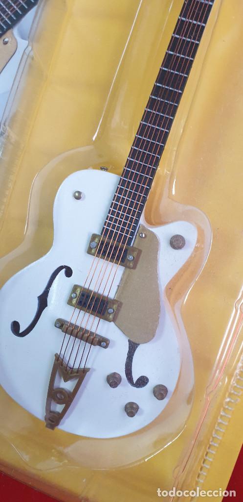 GUITARRA-COLECCIONISTA-NEIL YOUNG-TAMAÑO-VER FOTOS-COLECCIONABLE-SALVAT-CLASICO-CON FASCICULO (Música - Instrumentos Musicales - Cuerda Antiguos)